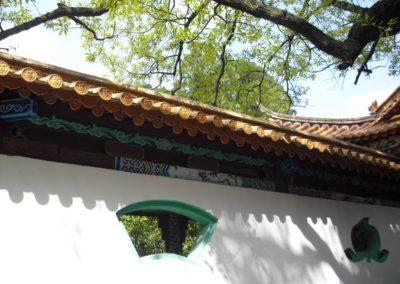 30. Charakterystyczne okienka w murach wokół ogrodów chińskich