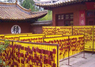 40. Kuming, tabliczki dziękczynne